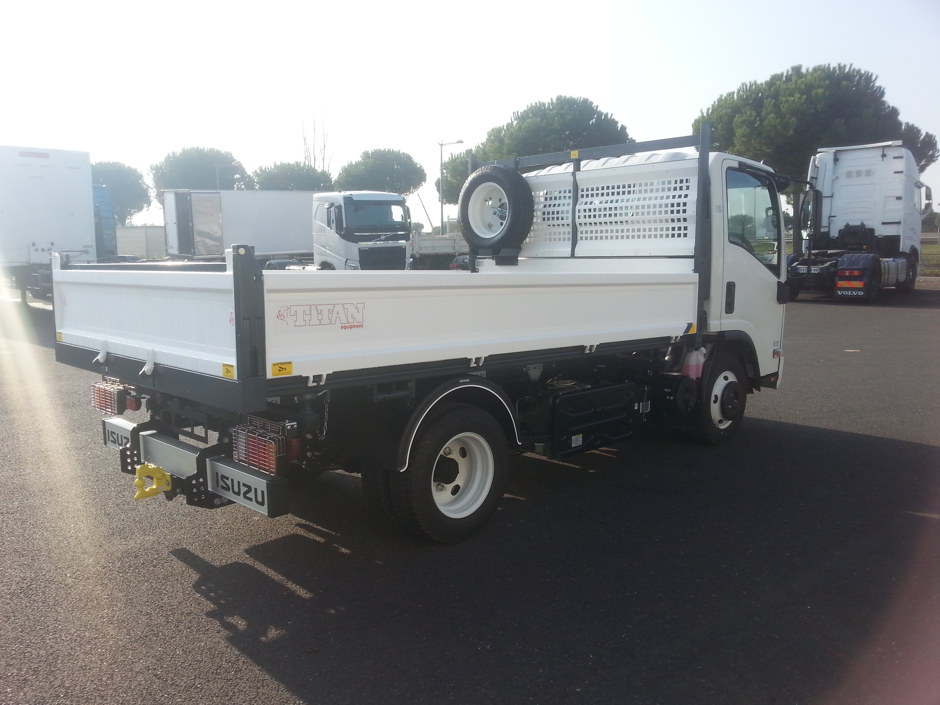 Garage n mes groupe trucks services for Garage ad nimes